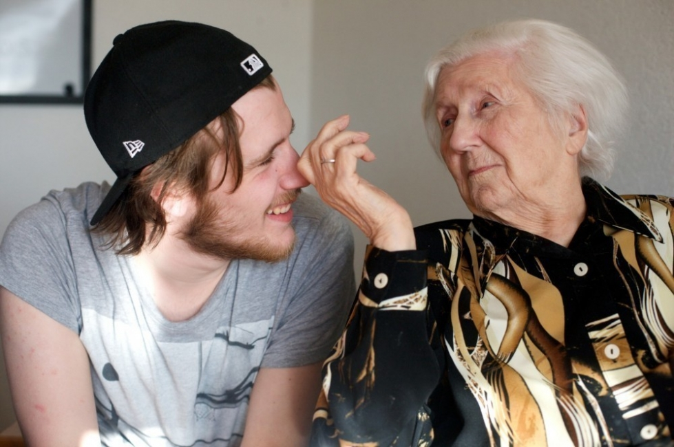 ancianos estudiantes hogar