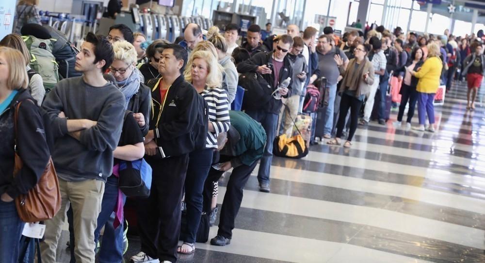 fila de aeropuerto