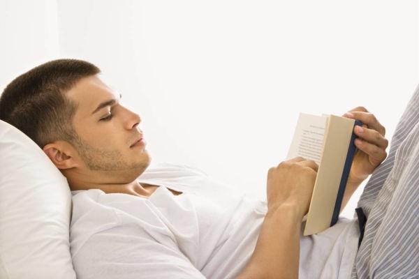 leer-acostado-en-la-cama