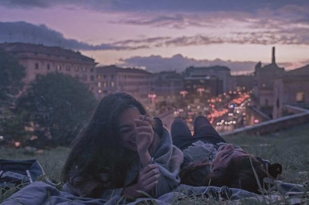 viajar mochilero amigos