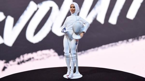Muhammad solicitó que la muñeca tenga piernas grandes y fuertes, delineador de ojos oscuro y el hijab