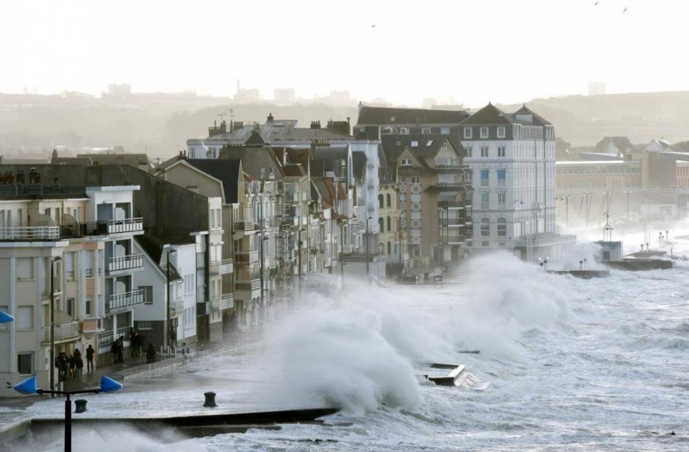 La tormenta Eleanor ha causado que los niveles del agua aumenten cerca de 3,3 metros por encima del nivel normal
