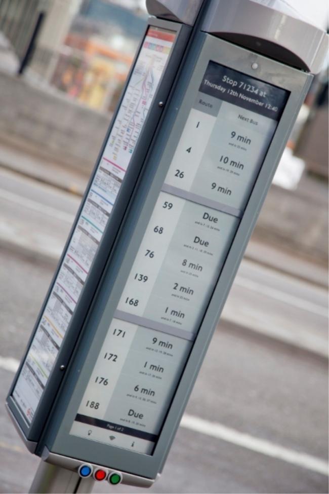 paradas de autobus solares con tinta electrónica en Londres