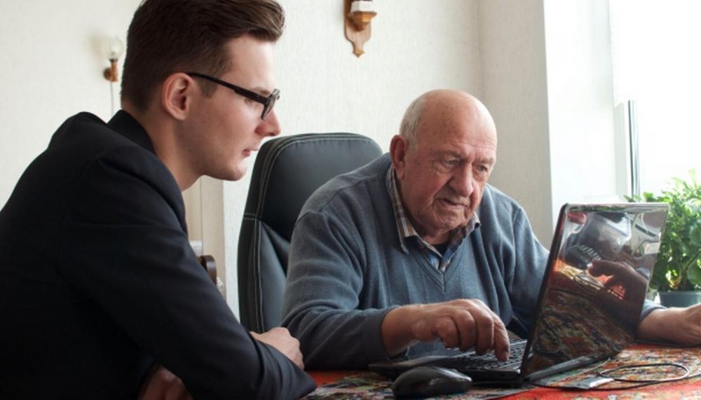 estudiantes hogar ancianos