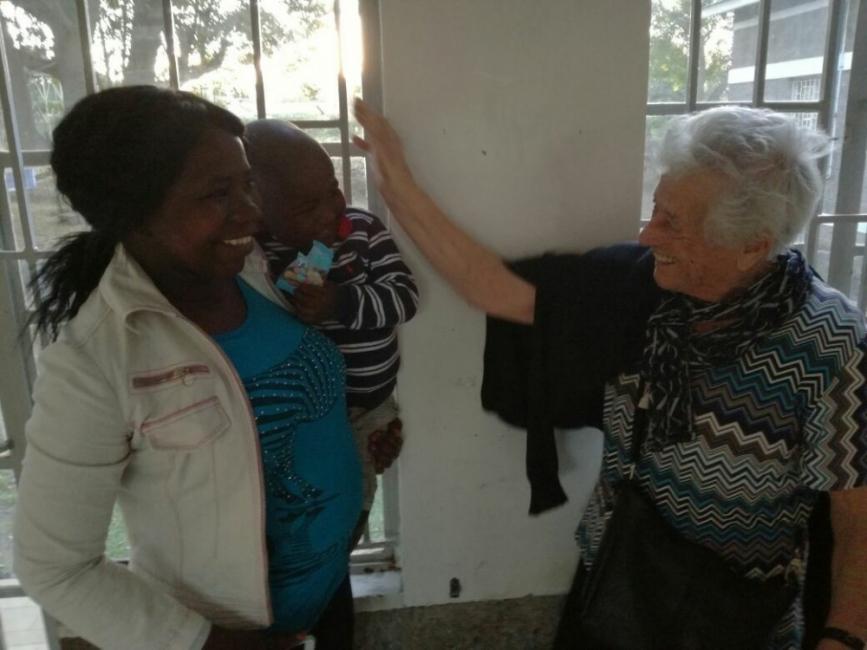 Se fue a Kenia como voluntaria, durante tres semanas, para ayudar en un orfanato en el que trabaja un matrimonio de su pueblo.