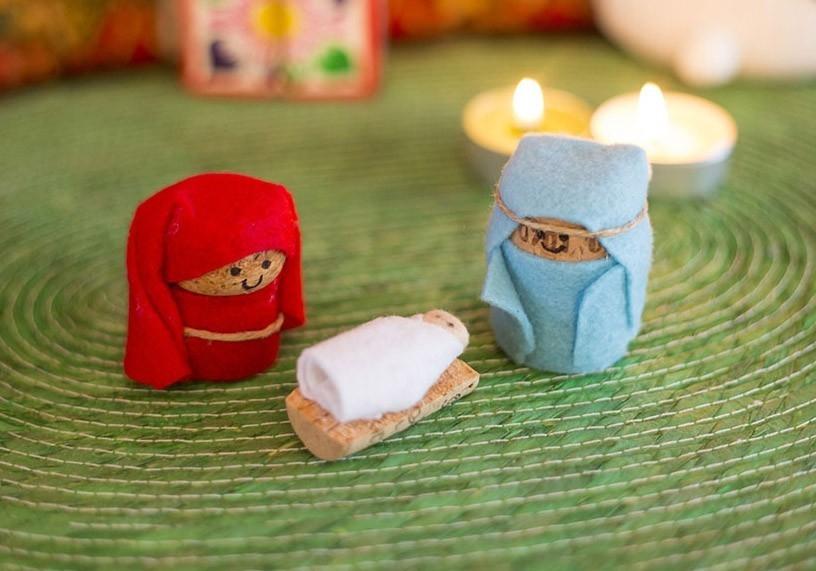 Adornos de navidad pesebre hecho con corchos