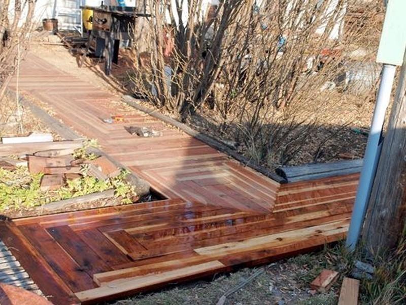 caminos de madera jardín