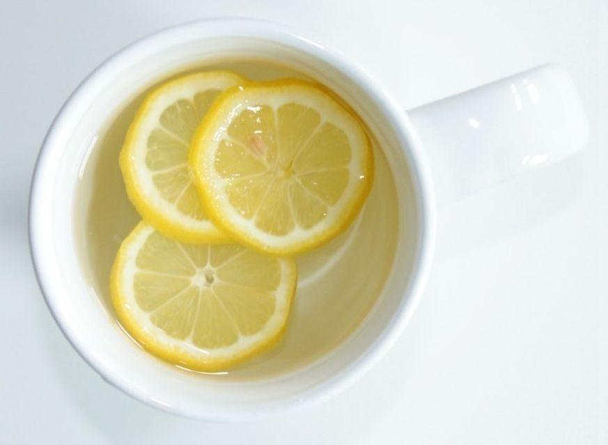 limón y agua desintoxicar