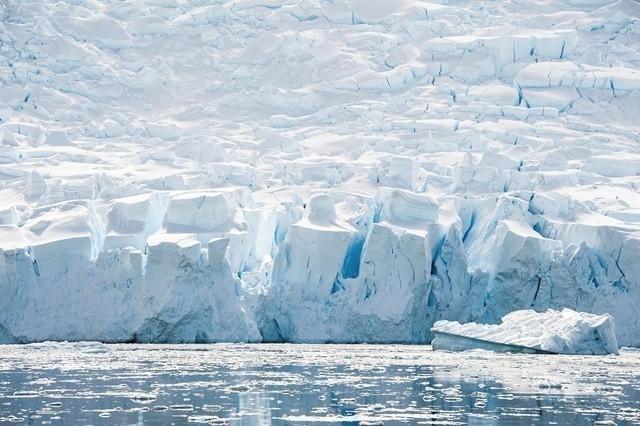 Las potencias acordaron prevenir la pesca no regulada en alta mar en el océano Ártico central.