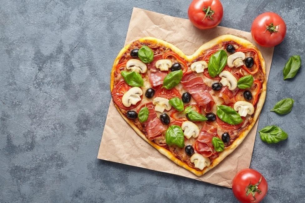 preparar una cena romántica en casa