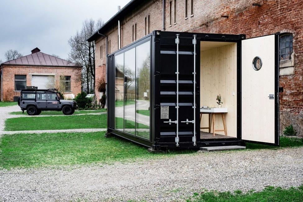 Habitación transportable construida en un contenedor
