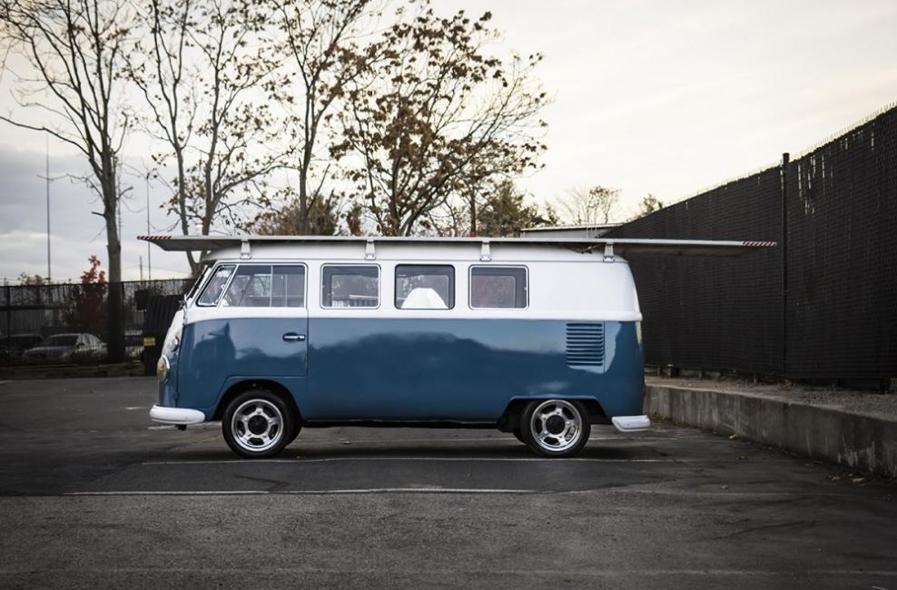 Camioneta Volkswagen de 1966 a energía solar - lateral