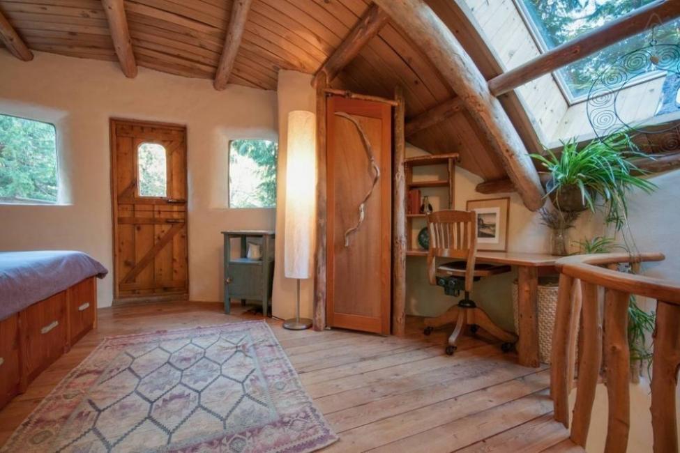 casita hecha a mano con materiales naturales locales- escritorio