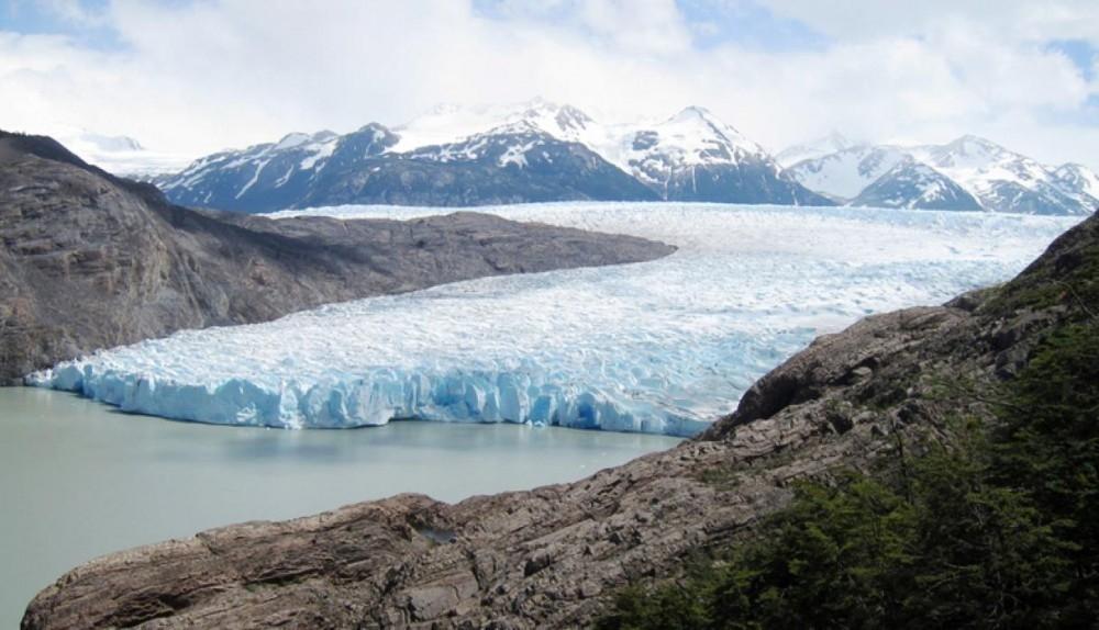 El Parque Nacional Torres del Paine tiene una extensión de 242 242 ha.