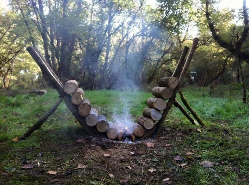 Cómo hacer un fuego que se autoalimente durante muchas horas