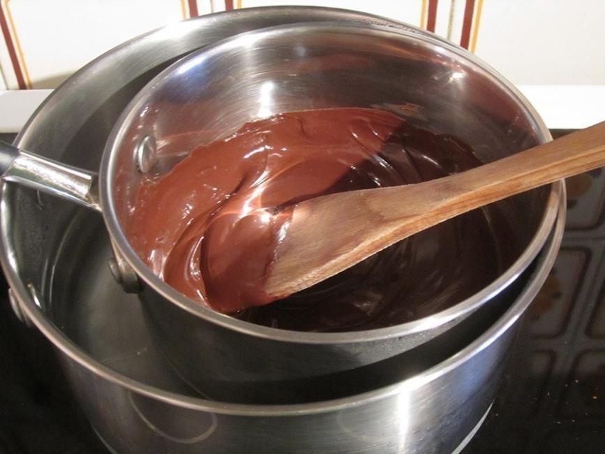 Cómo hacer pasta de avellanas casera- fundir chocolate