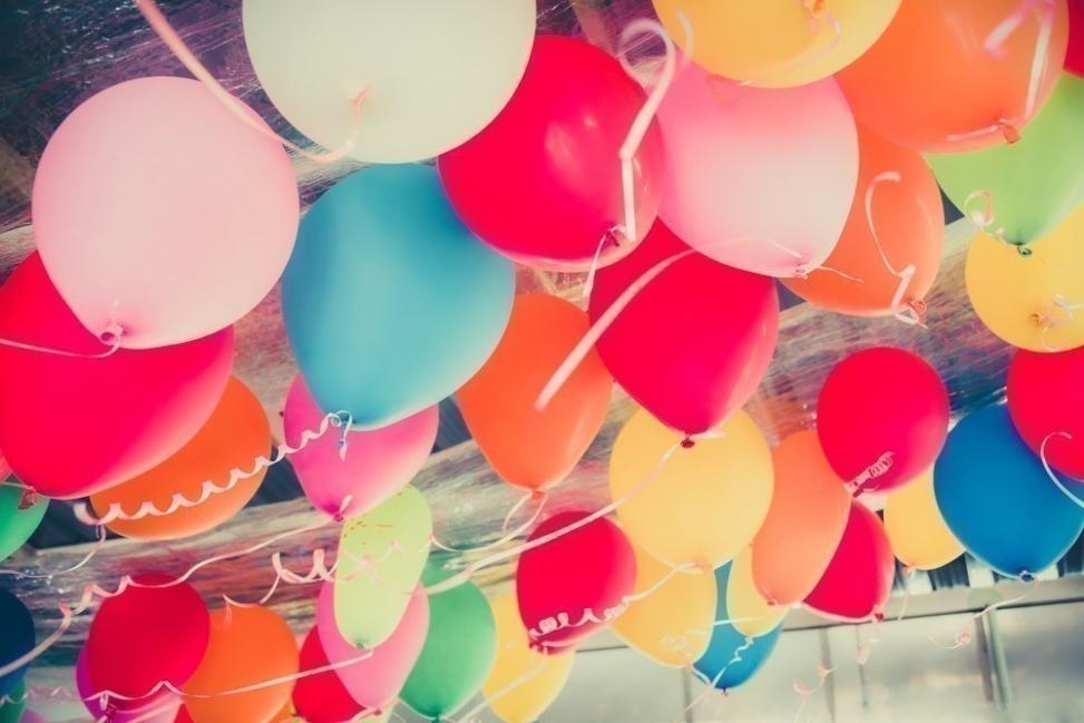 Cómo hacer que un globo flote sin utilizar helio