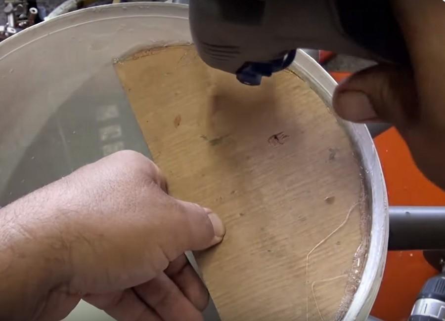 Aire acondicionado casero, reciclado y portátil - paso 5: pegar el semicírculo