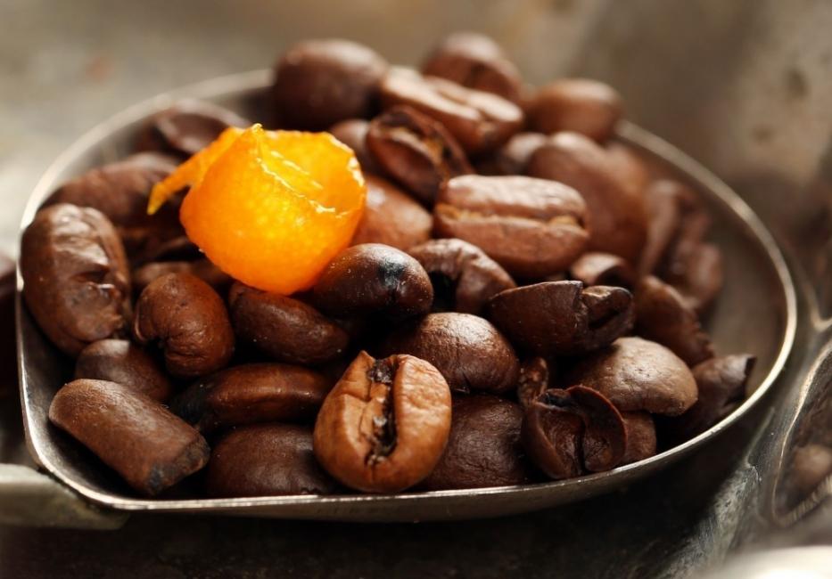 Usos de la cáscara de naranja - café y gatos