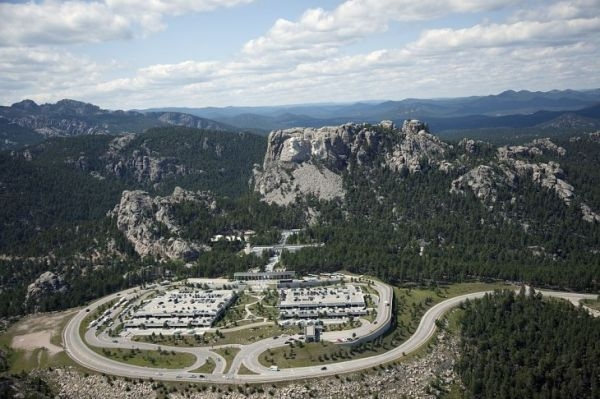 vista-aerea-y-entorno-monte-rushmore-730x486