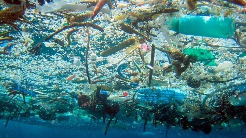 cesto que puede limpiar los océanos - basura en el océano