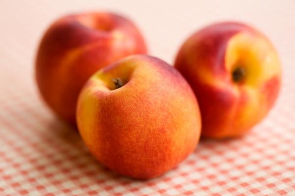 542875-reddish-yellow-peaches-and-health-benefits