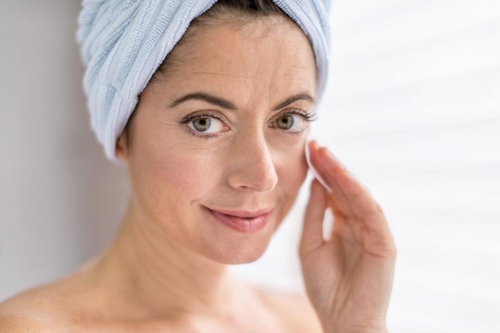 sérum rejuvenecedor antiarrugas - mujer