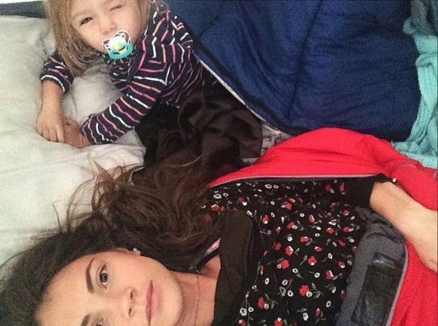 Morgan Brechler y su hija Hadlie - carpa