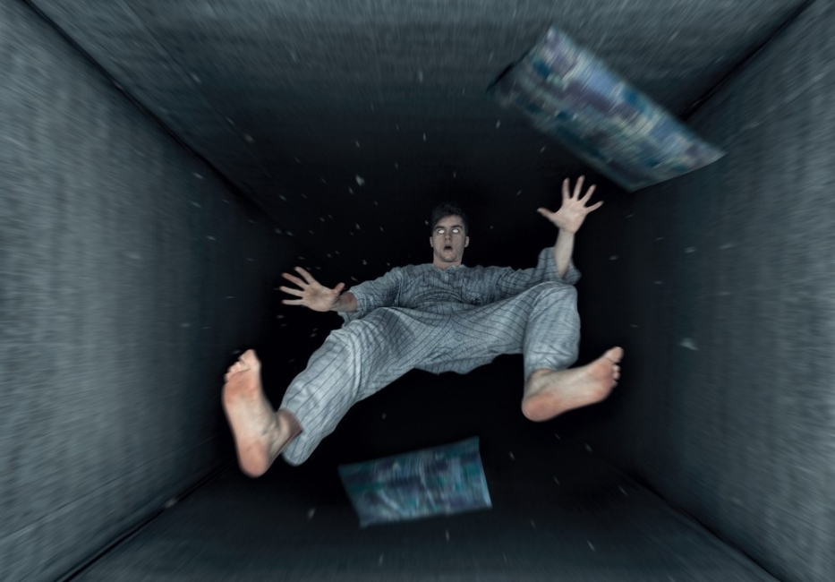 cosas extrañas que tu cuerpo hace mientras duermes- caer al vacío