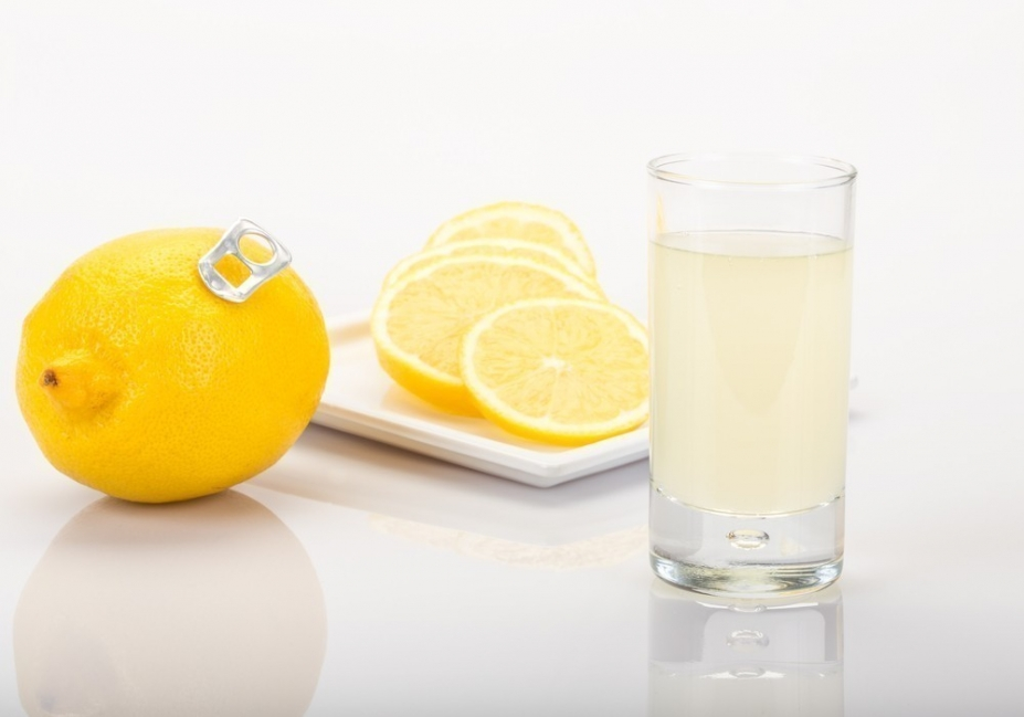 Eliminar ácido úrico: jugo de limón