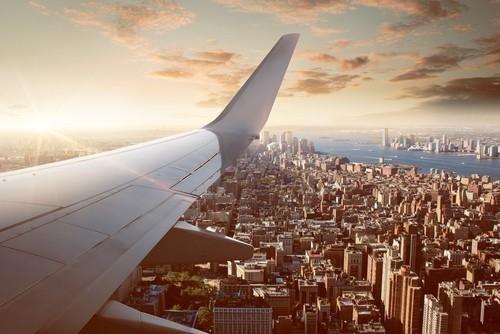 Al viajar en avión, se deberían evitar las primeras horas de la mañana