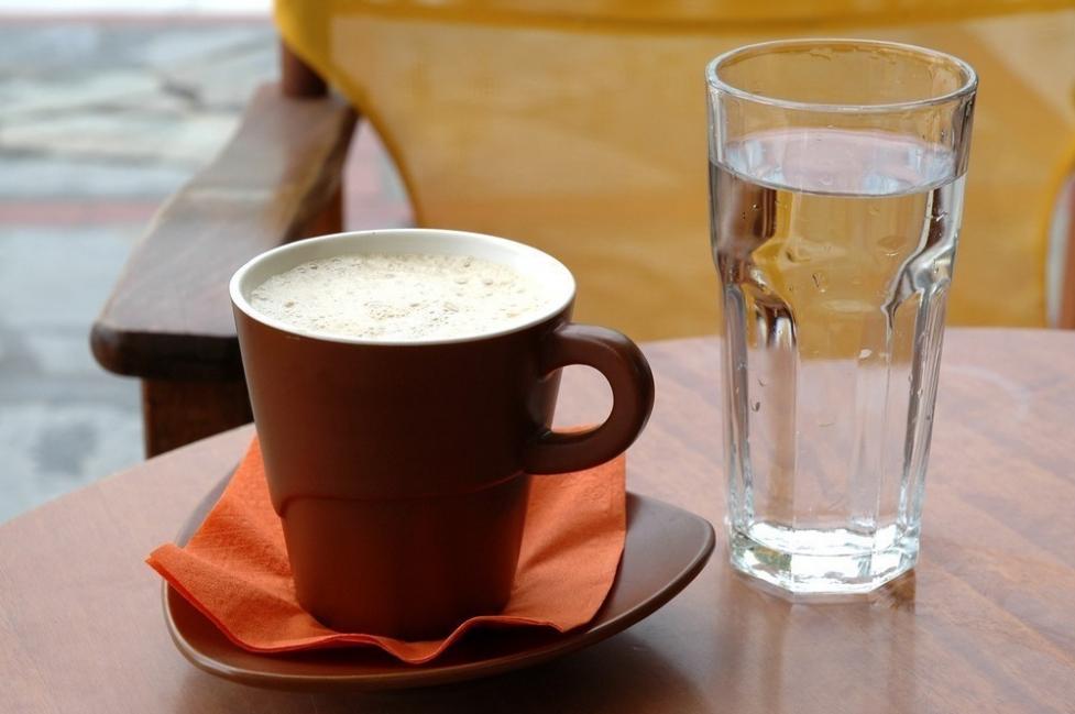 desayuno - vaso de agua
