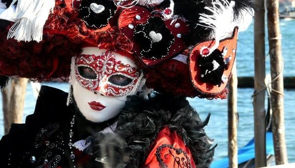 Venecia es una ciudad ubicada en el noreste de Italia