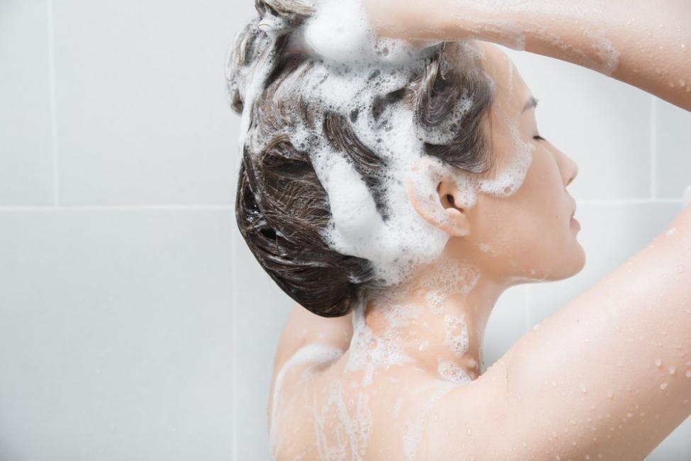 cómo decolorar el cabello de forma natural paso a paso