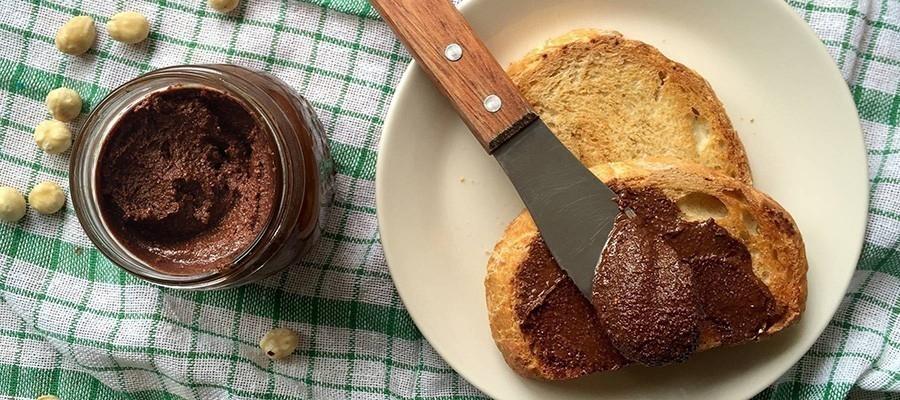 Cómo hacer pasta de avellanas casera- tostada