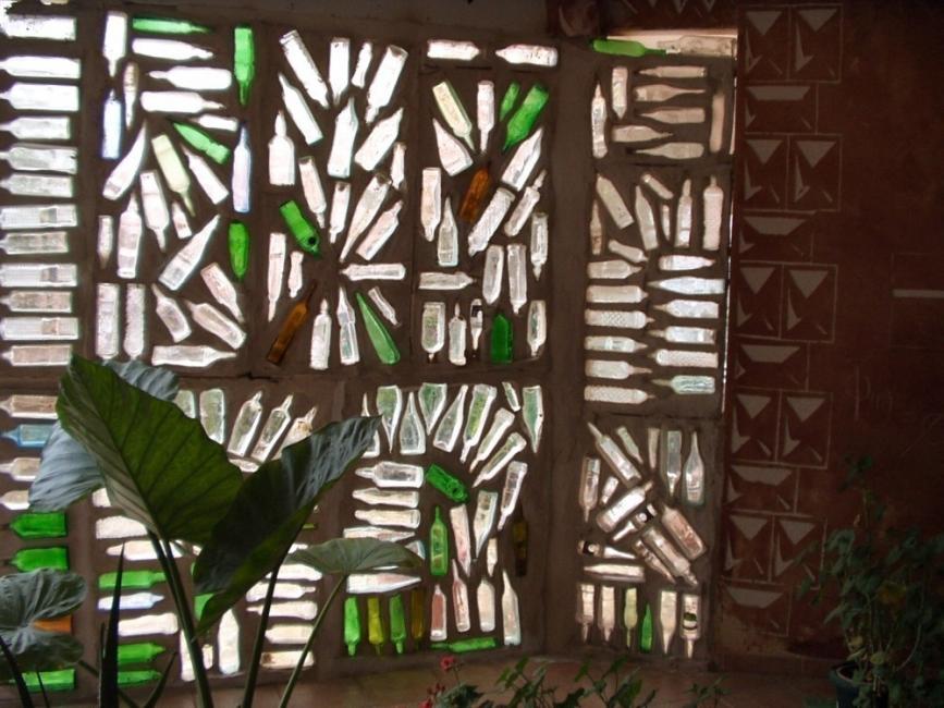 ventana con botellas de vidrio - pared completa
