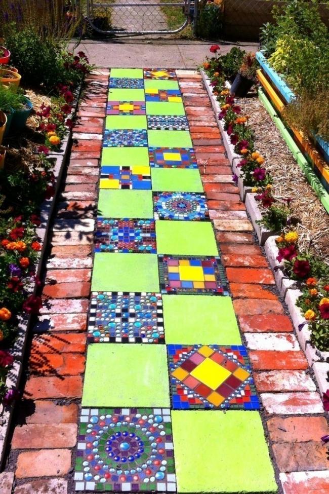 senderos de jardín con mandalas