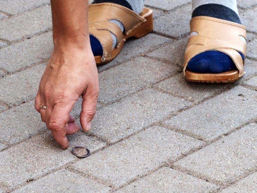 experimento mental encontrar una moneda