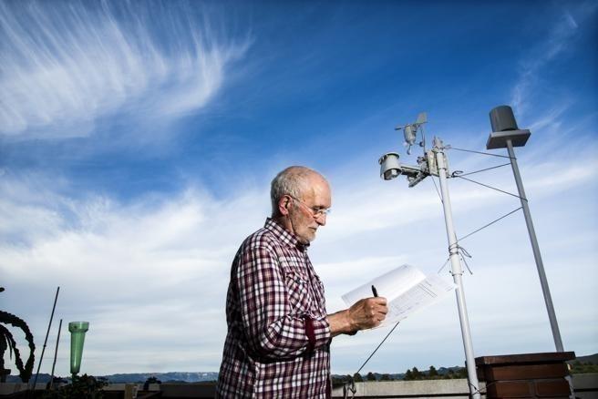 Este agricultor ha comprobado el adelanto de la primavera y ahora ayuda a la ciencia