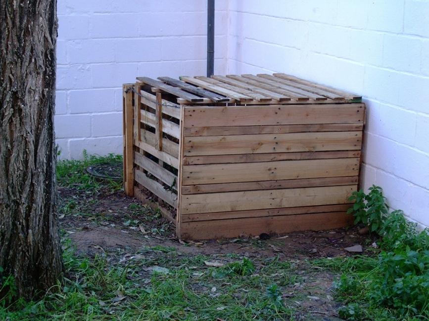 Compostera realizada con palets