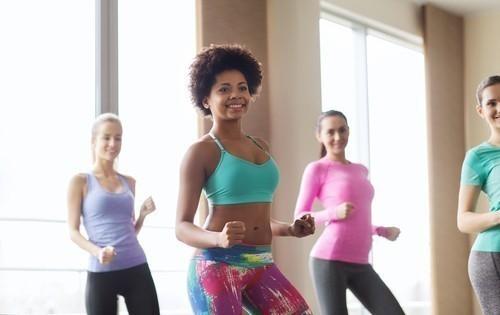 La actividad física de intensidad moderada a vigorosa (por ejemplo, caminar rápidamente) se asoció con un riesgo de muerte 60-70 por ciento menor
