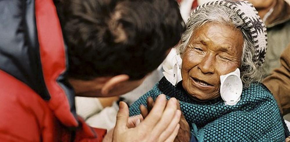 Doctores solidarios curan ceguera - pacientes curados de ceguera