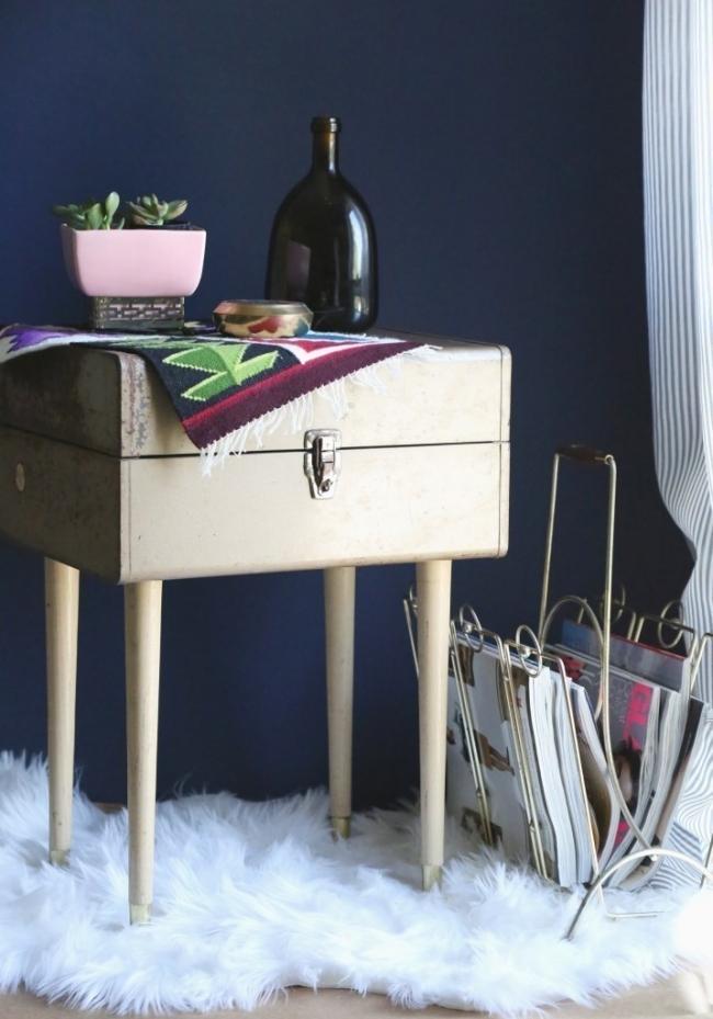 mesa de luz hecha con maleta vintage- materiales