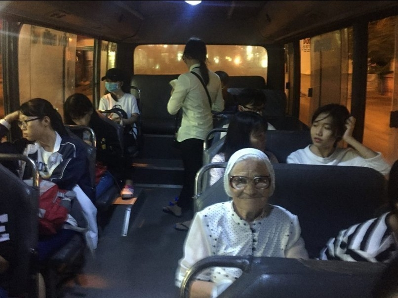 abuela viaja por el mundo sola