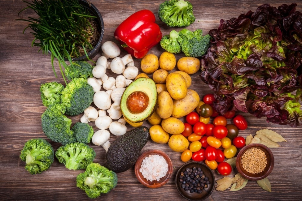 Es importante consumir proteínas, frutas y verduras durante la lactancia