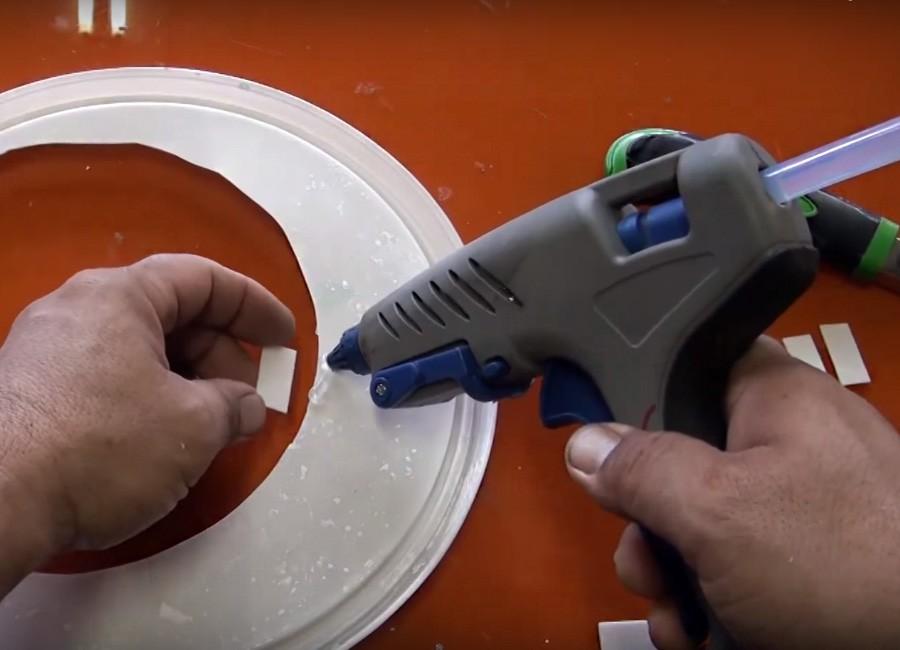 Aire acondicionado casero, reciclado y portátil - paso 2: pegar los bordes