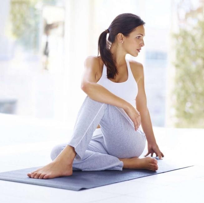 posturas para empezar tu día lleno de energía- torsión