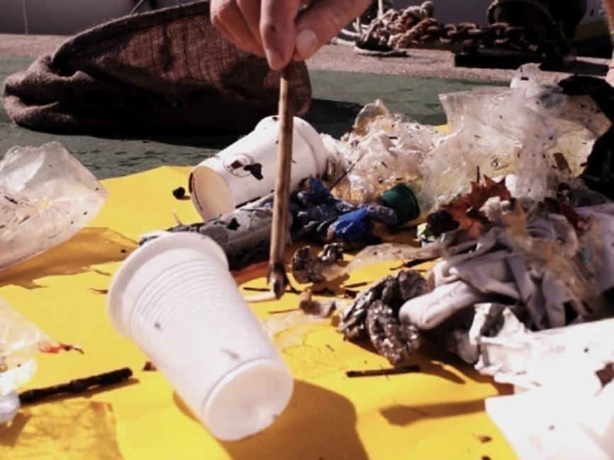 cesto que puede limpiar los océanos - basura
