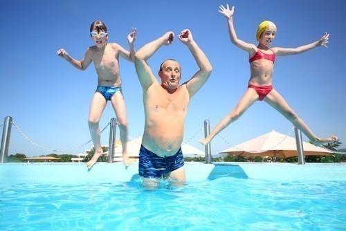 La orina en piscinas es un problema de salud pública