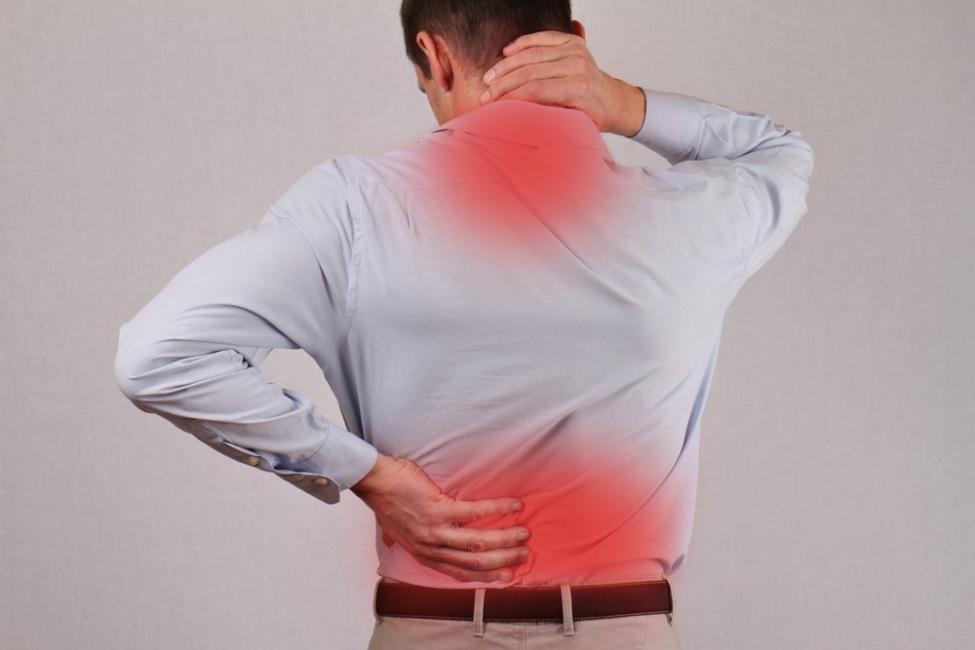 dolor en el pecho y espalda